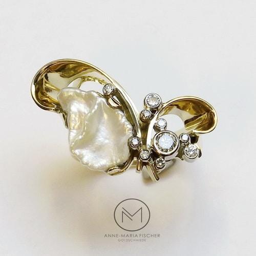 Goldschmiede Anne-Maria Fischer - AM - Leipzig - Schmuckdesign - Unikatschmuck - Ringe - Damenring - Gelbgold - Keshi-Perle - Brillanten